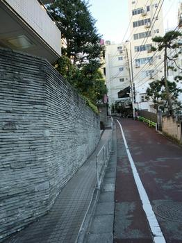 110102目黒散歩_48川邑研究所&日の出女子前の坂.JPG