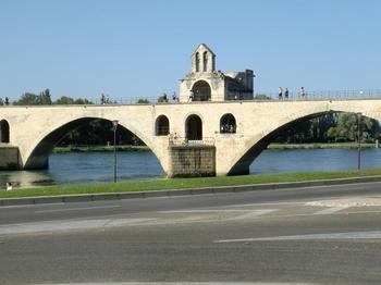 110821アヴィニヨン_005サンベネゼ橋.JPG