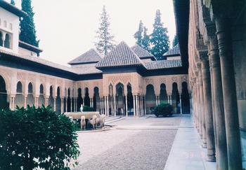 5-3グラナダ-アルハンブラ宮殿ライオンの中庭.jpg