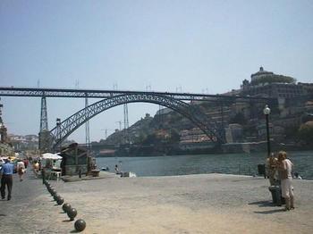 ドロウ川2-ドンルイスⅠ世橋を望む.JPG
